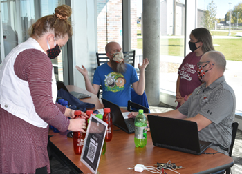 Northeast diversity committee and student leaders offer students voter registration opportunity